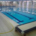 Pulicasa esegue i trattamenti antiscivolo per i bordi delle piscine
