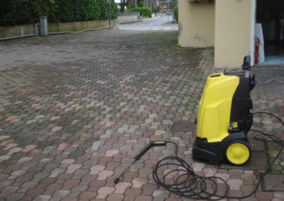 lavaggio con idropulitrice betonelle esterne