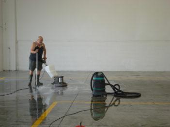 lavaggio pavimento in cemento da trattare