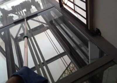 lavaggio vetri ascensore