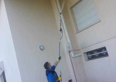 pulizia dei muri esterni di una casa