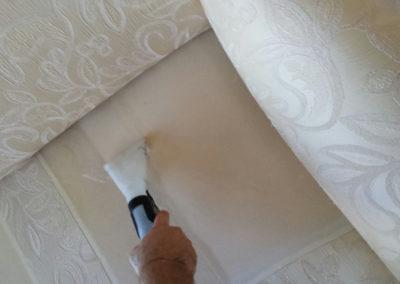 pulizia divani con detergenti delicati