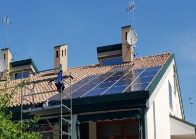 Puliamo pannelli fotovoltaici sul tetto