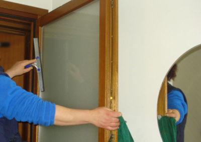pulizia di mantenimento vetri pianerottoli