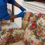 Pulizia divani e poltrone ad opera di Pulicasa