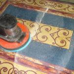Pulicasa utilizza strumenti professionali per la pulizia dei tappeti