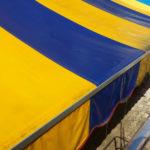 Pulizia tenda da sole gialla e blu