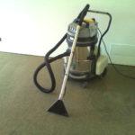 Pulicasa utilizza attrezzatura professionale per lavare la moquette