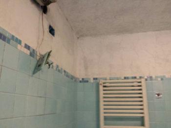 Muro sporco di fuliggine prima del lavaggio di Pulicasa