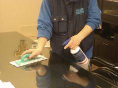 Utilizziamo prodotti professionali per la pulizia delle scrivanie