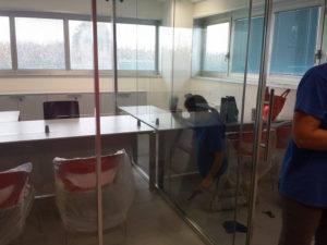 Impresa di pulizie con squadra specializzata per uffici